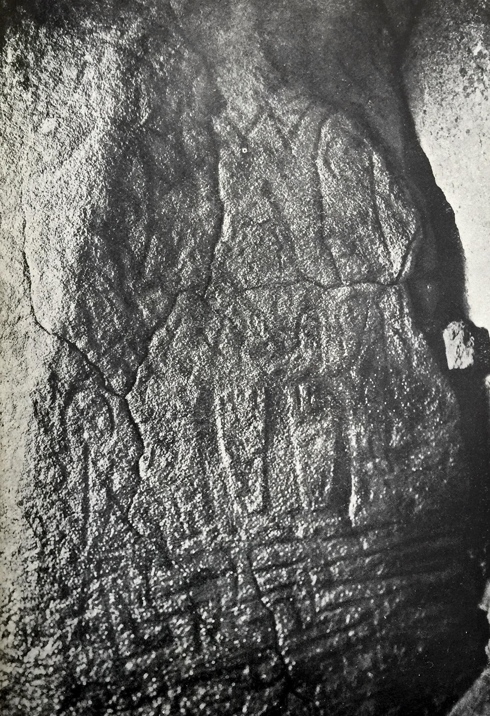 Plate 77 from Péquart & Le Rouzic 1927, showing the twin feet motif on stone 8 at Dolmen du Petit-Mont.